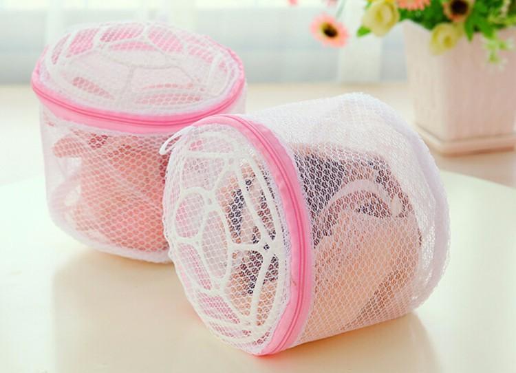 Sử dụng túi giặt để đảm bảo độ bền cho bộ quần áo đồng phục