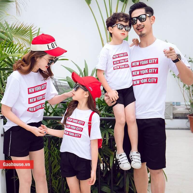 Áo gia đình 4 người in chữ màu trắng