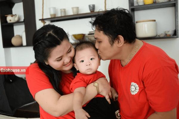 Áo gia đình chụp hình màu đỏ