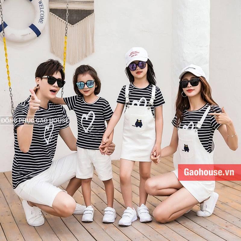 Áo phông gia đình phối cùng đầm yếm