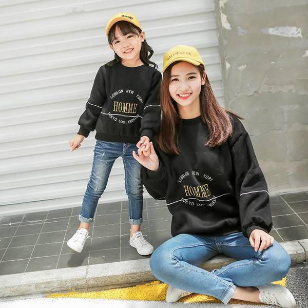 Áo cặp gia đình mùa đông kiểu áo hoodie dài tay cho mẹ và bé gái đi dạo phố