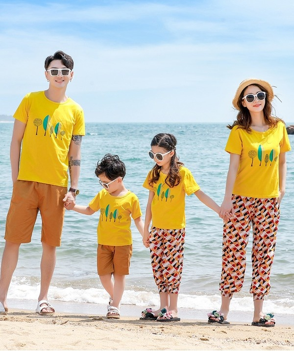 Áo gia đình đi biển cho 4 người màu vàng