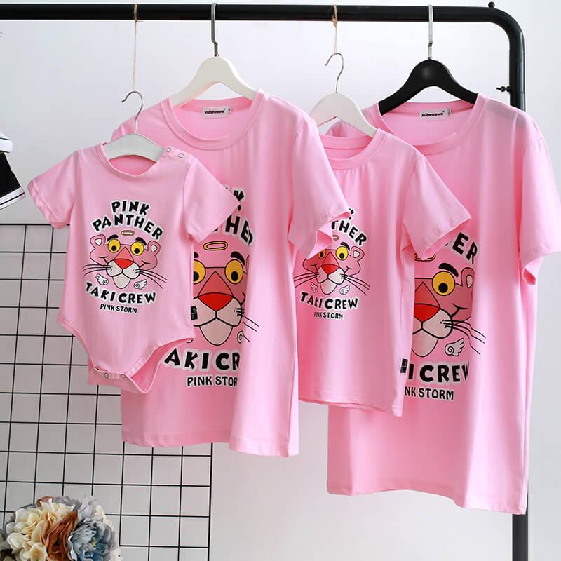 Mẫu áo gia đình 4 người màu hồng