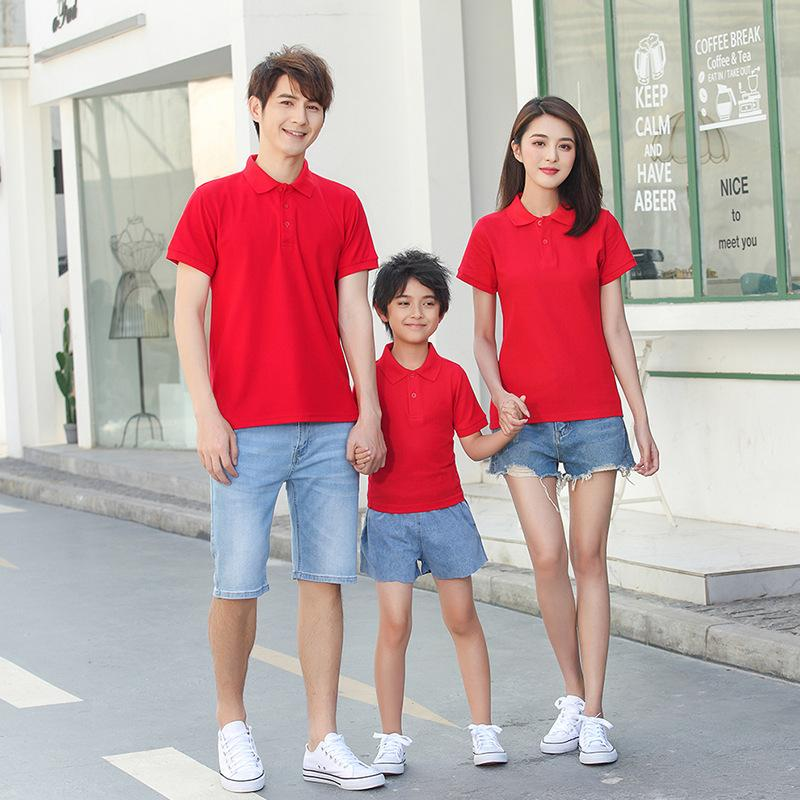 áo gia đình có cổ màu đỏ