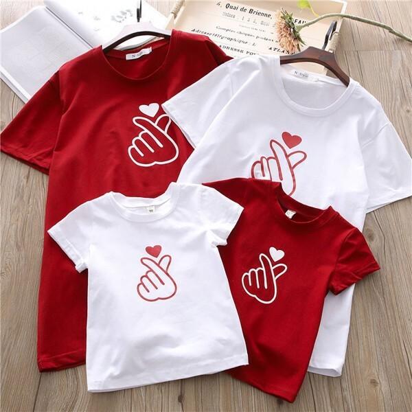 Set áo gia đình 4 người bắn tim phối màu đỏ - trắng