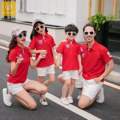 Áo gia đình có cổ in logo màu đỏ