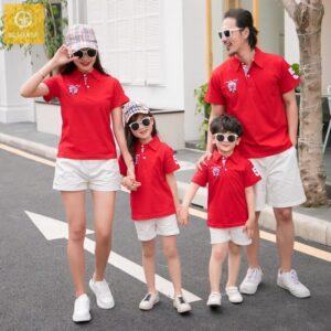 2_Áo gia đình có cổ in logo màu đỏ