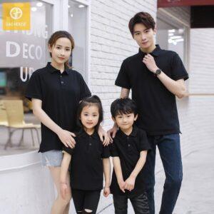 Áo gia đình có cổ màu đen