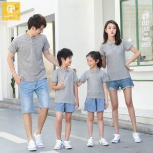 Áo gia đình có cổ màu xám cho 4 người