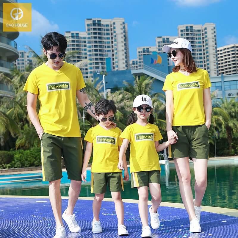 Set áo đồng phục gia đình đi biển màu vàng cho 4 người