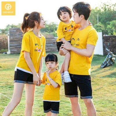 2_áo gia đình mùa hè họa tiết mèo dễ thương AGD0013 màu vàng