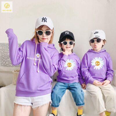 Áo gia đình 3 người mùa đông in hoạ tiết hoa cúc màu tím
