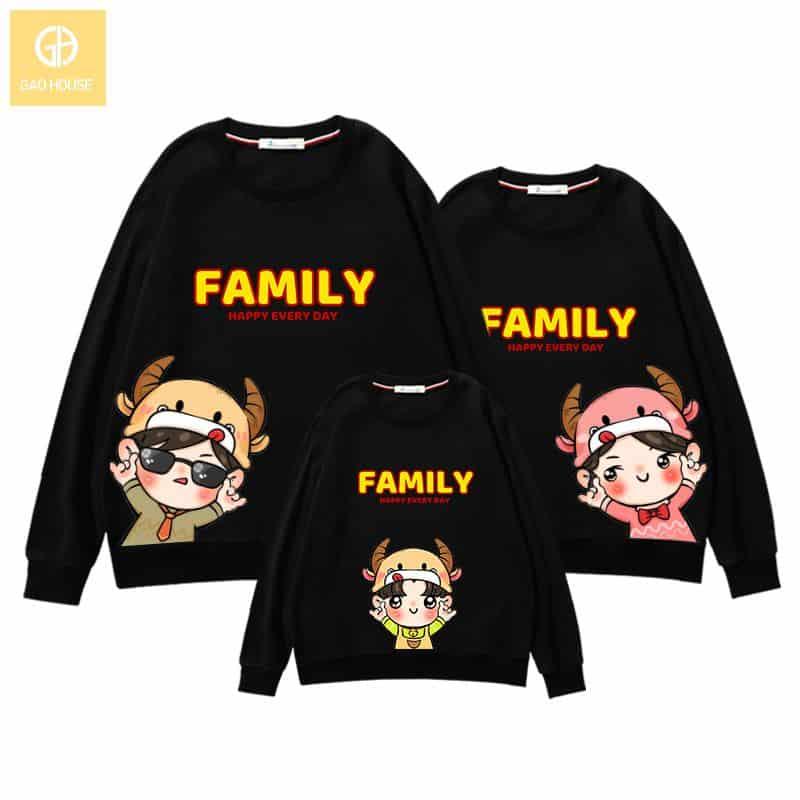 Mẫu áo gia đình tết 2021 màu đen